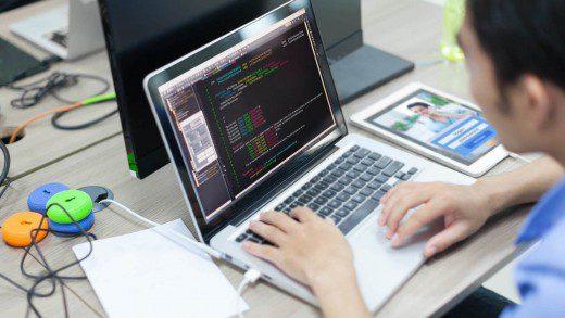 outsourcing-de-software-ou-desenvolver-internamente-como-escolher.jpeg