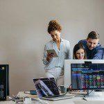 Qual é o custo-benefício de outsourcing de desenvolvimento de software?